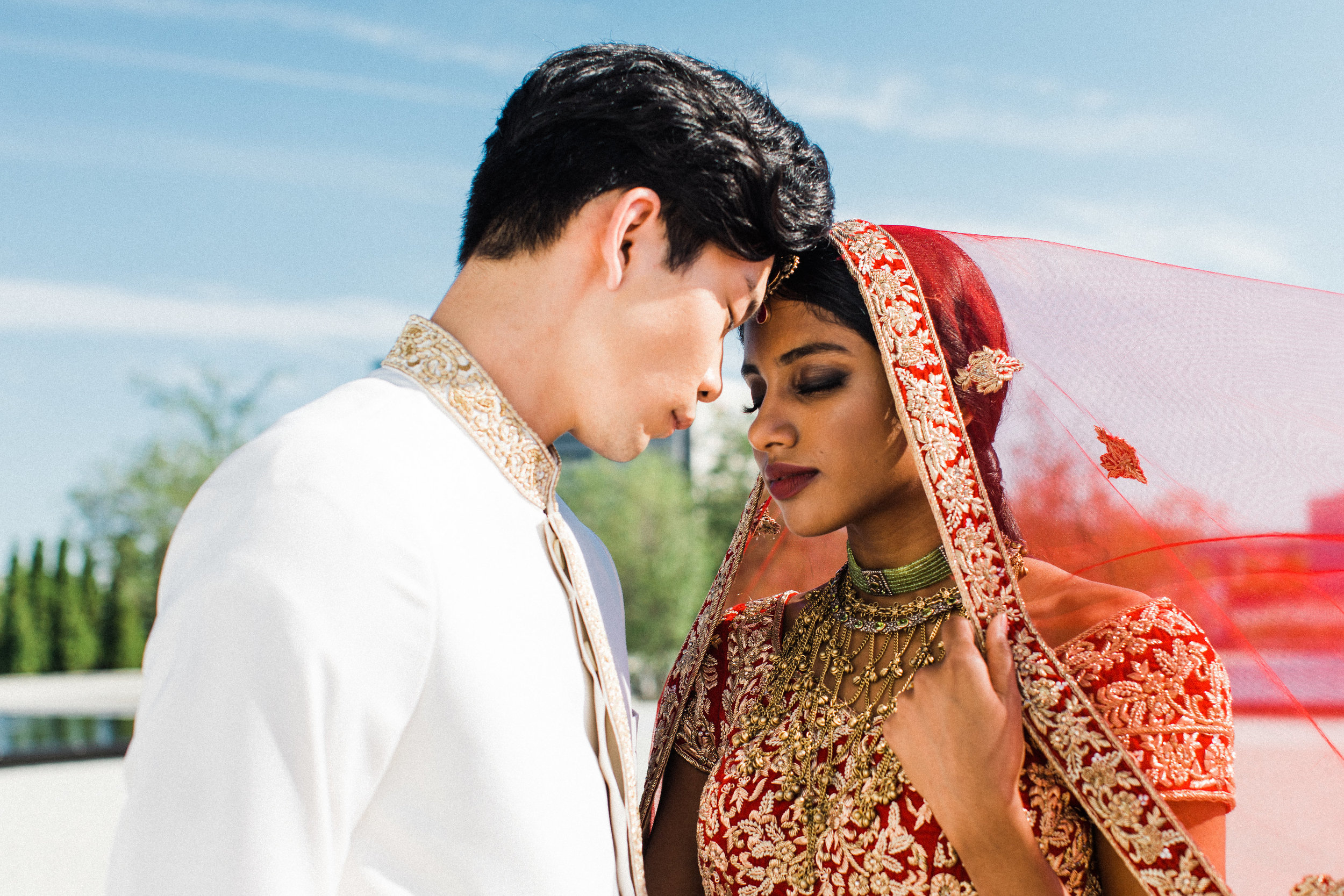August In Bloom - Couple - Scarlet Sweetheart (Lavish Dulhan)