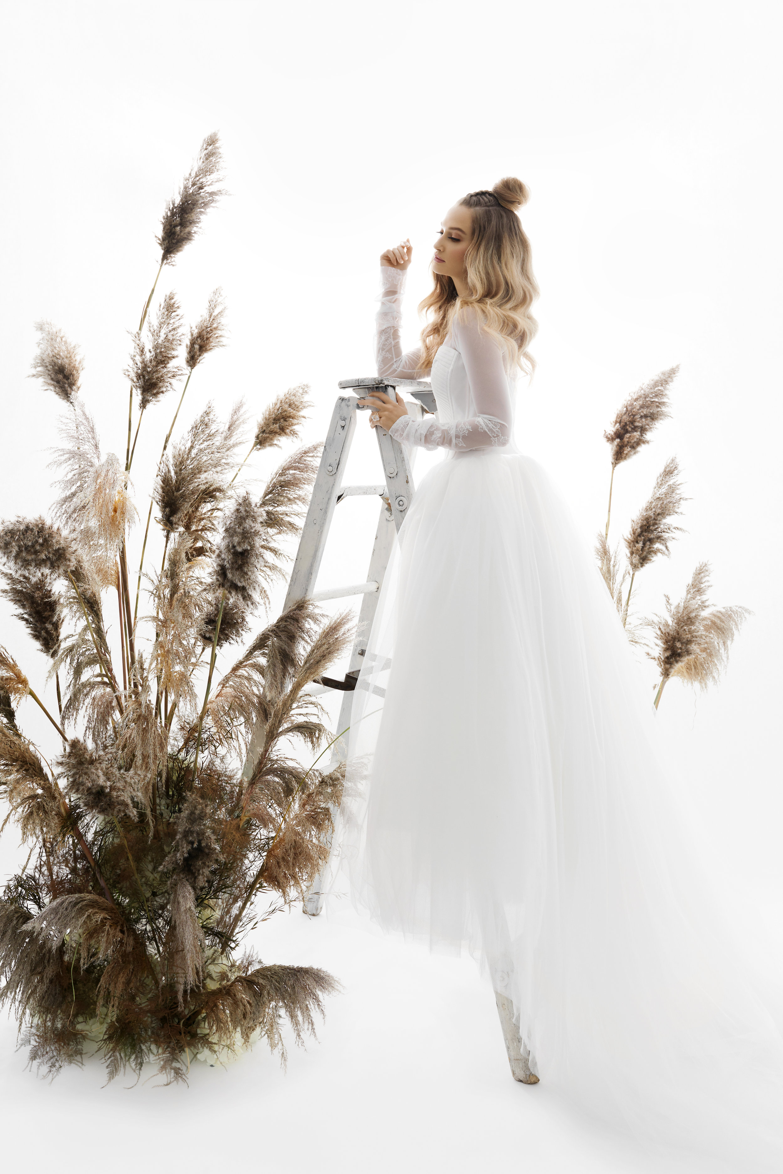 August In Bloom - Bride in Vera Wang gown - Purely Poised (The Bridal Affair)