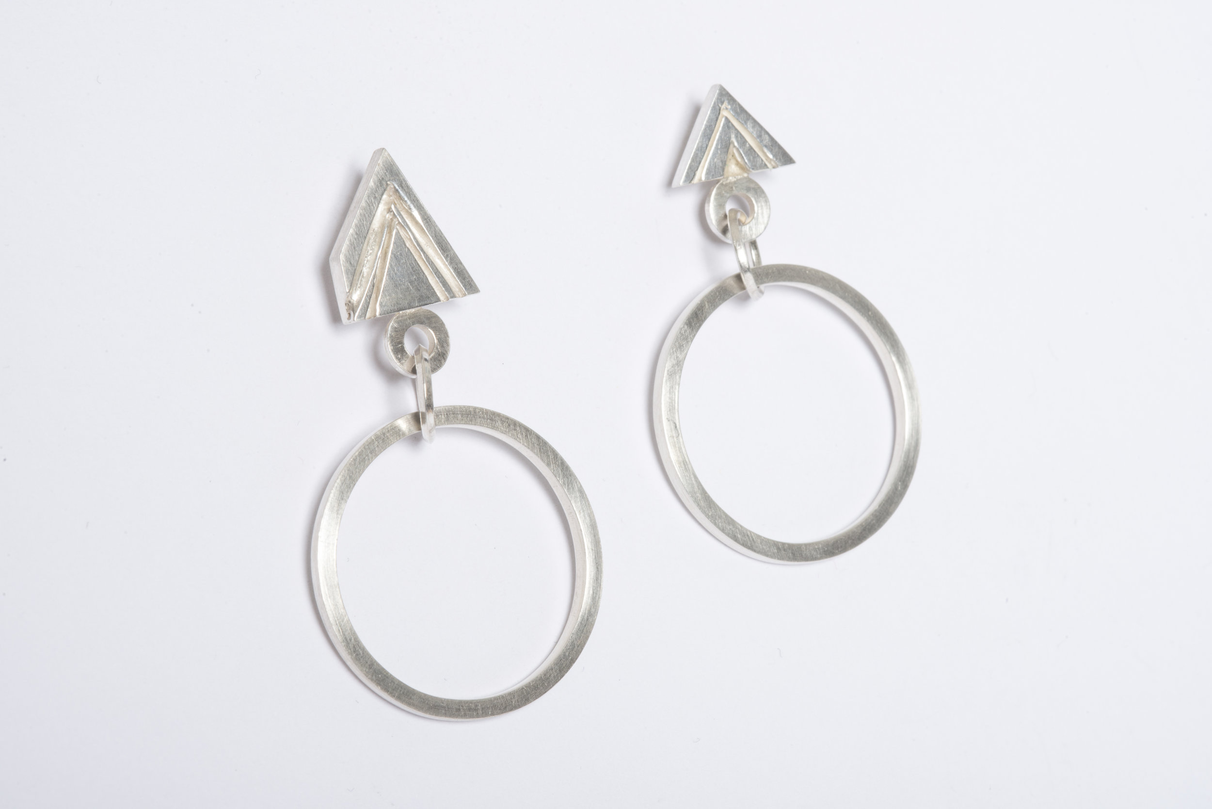 Carved Triangle Drop £115