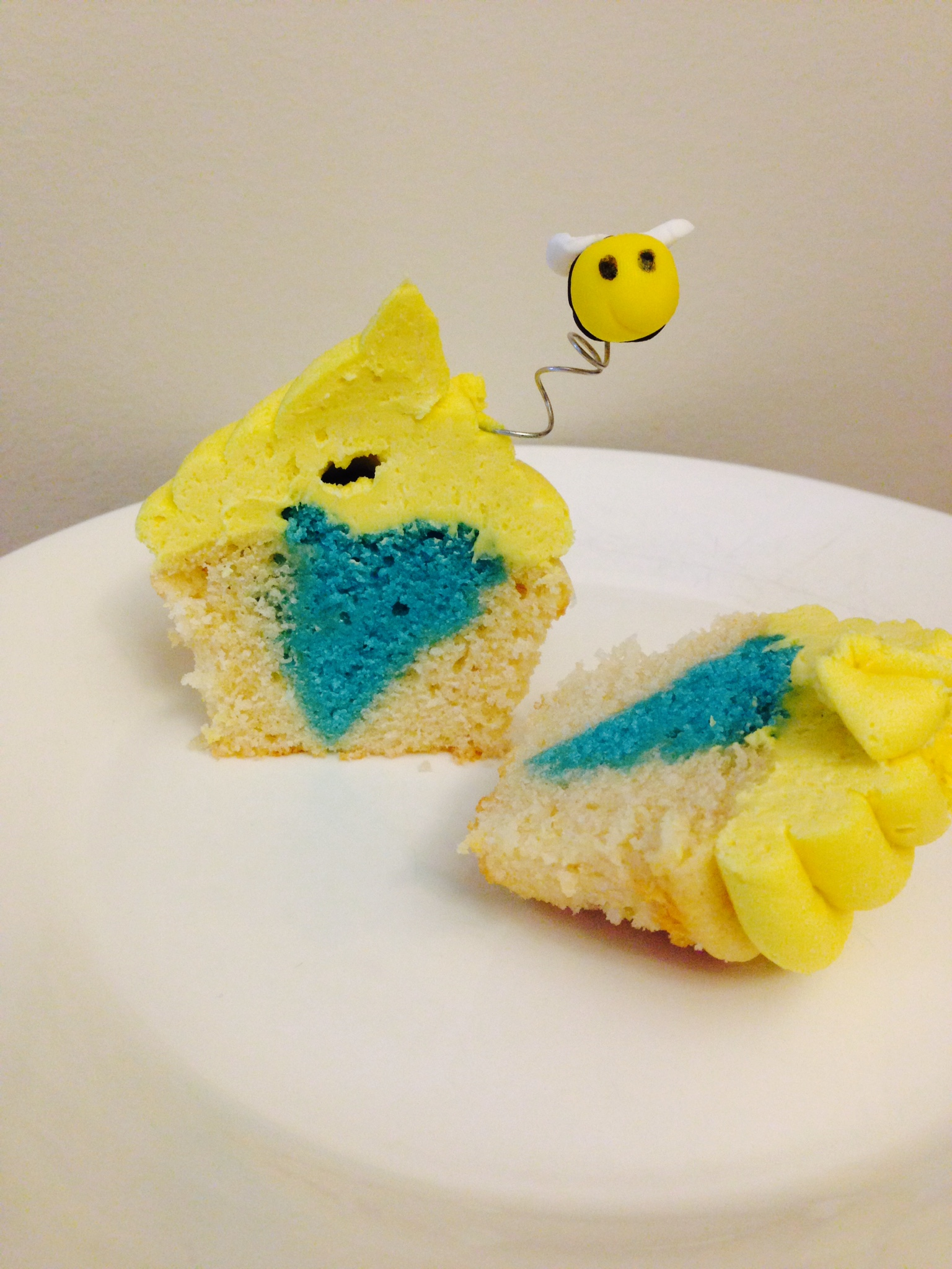 What Will I Bee...? Gender Reveal Cupcakes