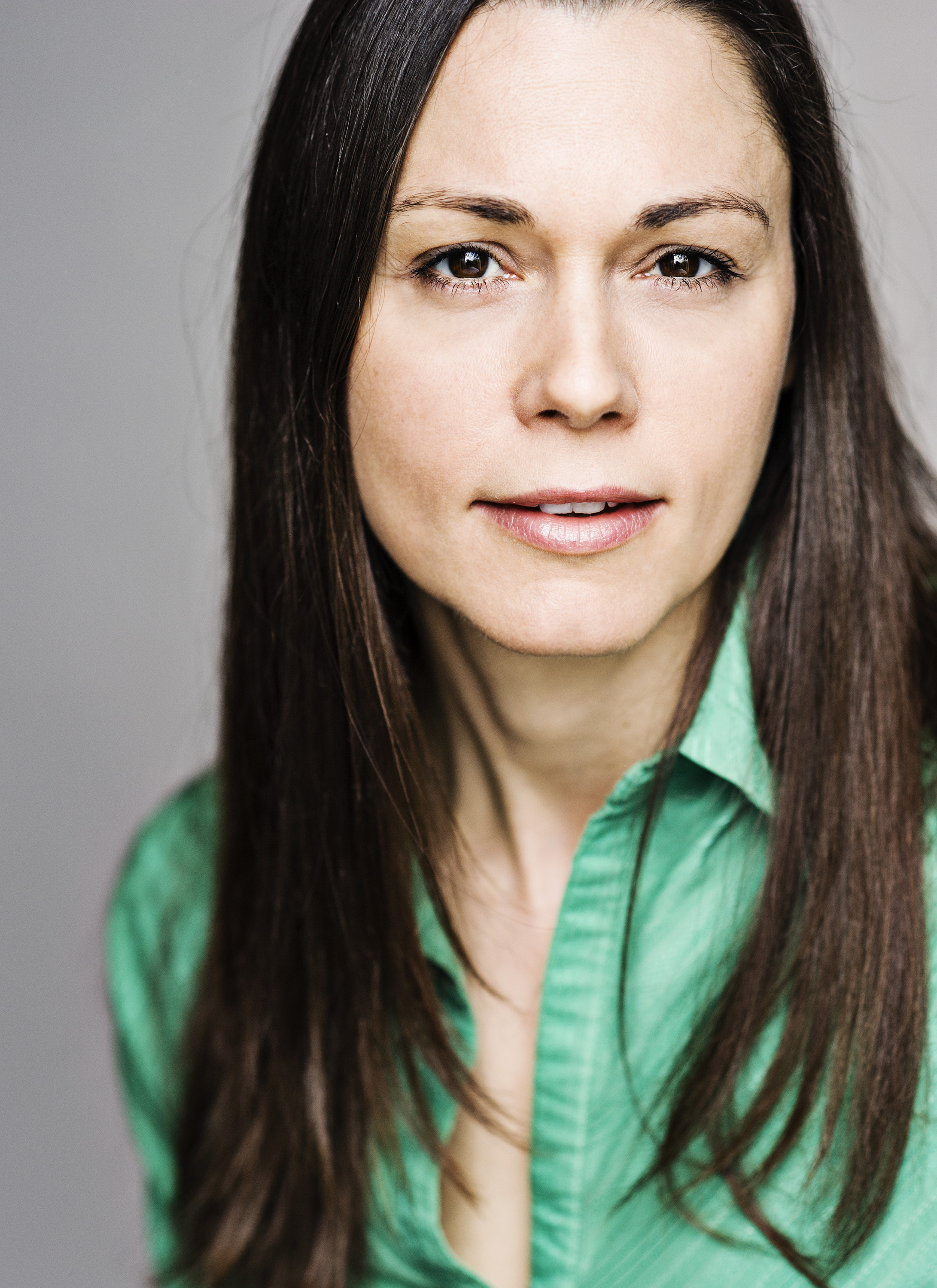 Zara Plessard as Amanda Barkham MP