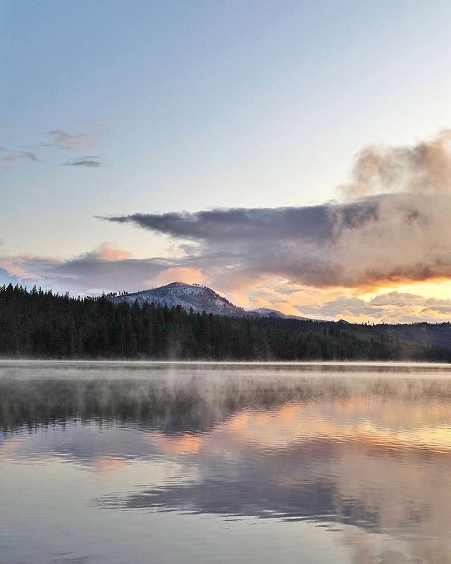 Sunset at Suttle Lake ✨ Complete with fog on the water and a dusting of snow in the distance. I thought about canceling this trip and staying in Portland to catch up on work, prepare for upcoming travels, and finish a long list of things to do at home. But playing games around the fire with my family and being reminded of the wisdom of the woods has been rejuvenating. ✨ ⠀⠀⠀⠀⠀⠀⠀⠀⠀ ⠀⠀⠀⠀⠀⠀⠀⠀⠀ ⠀⠀⠀⠀⠀⠀⠀⠀⠀ ⠀⠀⠀⠀⠀⠀⠀⠀⠀ #wanderlust #theprettyblog #thatsdarling #verilymoment #flashesofdelight #theartofslowliving #chasinglight #theprettycities #gather #thehappynow #rslove #mytinyatlas #huffposttravel #cntraveler #guardiantravelsnaps #tasteintravel #passionpassport #traveldeeper #pathport #creativityfound #momentslikethese #vscocam #vsco