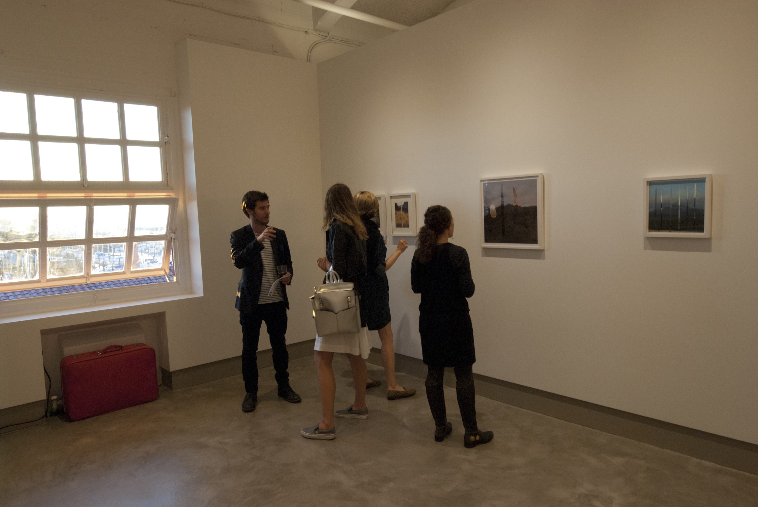 Early arrivals enjoy photography by Jacqueline Norheim