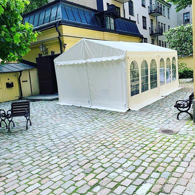 Mysigt innegård på Fundraising Byråns huvudkontor i Stockholm 🌷 #östermalm #innegård #arbetsmiljö #fundraising #insamling