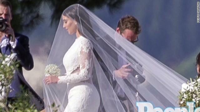 140526105501-mxp-kim-kardashian-kanye-west-wedding-00001124-story-top.jpg