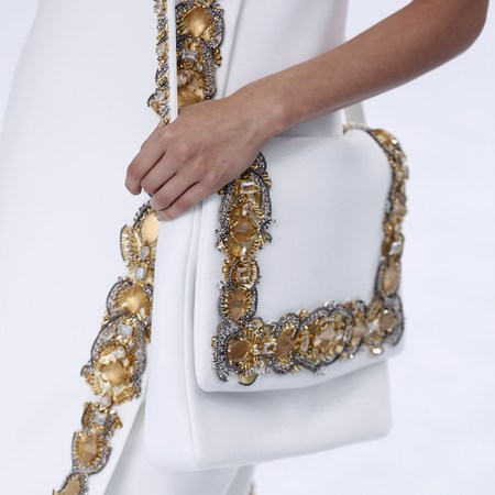 chanel-show-haute-couture-paris-fashion-week-autumn-winter-2015-white-and-gold-handbag.jpg