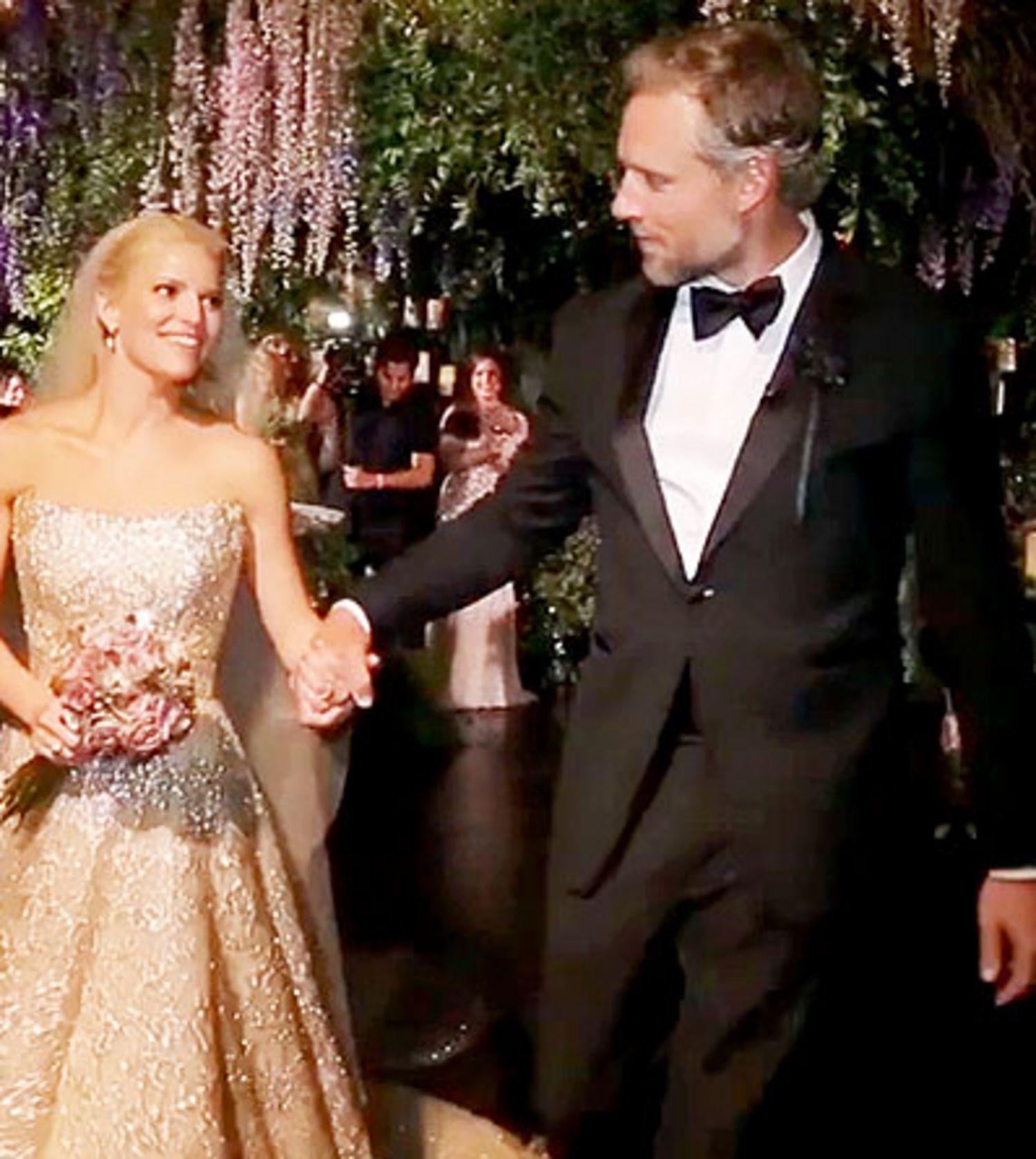 jessica-simpson-wedding-video-pictures-0714-main.jpg