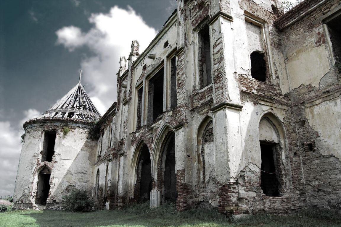 a-old-castle-in-transylvania-transylvania-romania+1152_12922941949-tpfil02aw-9967.jpg