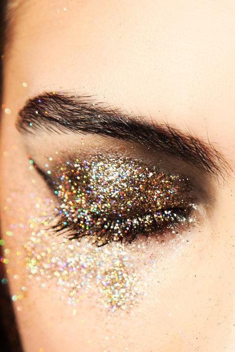 glitter_eyeshadow_picture.jpg