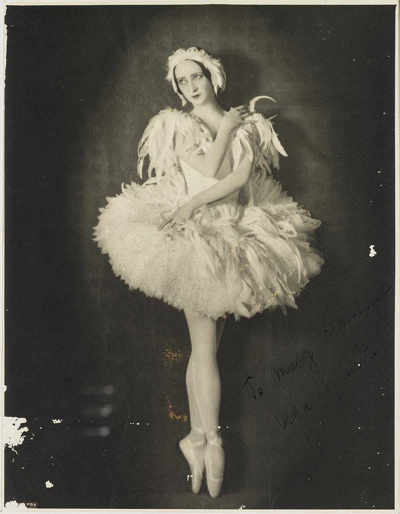 Olga_Spessiva_in_Swan_Lake_costume,_1934_photographer_Sydney_Fox_Studio,_3rd_Floor,_88_King_St,_Sydney.jpg