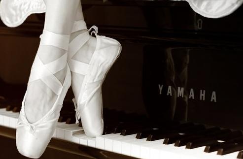 ballerina-ballet-black-and-white-dancer-Favim.com-1446546.jpg