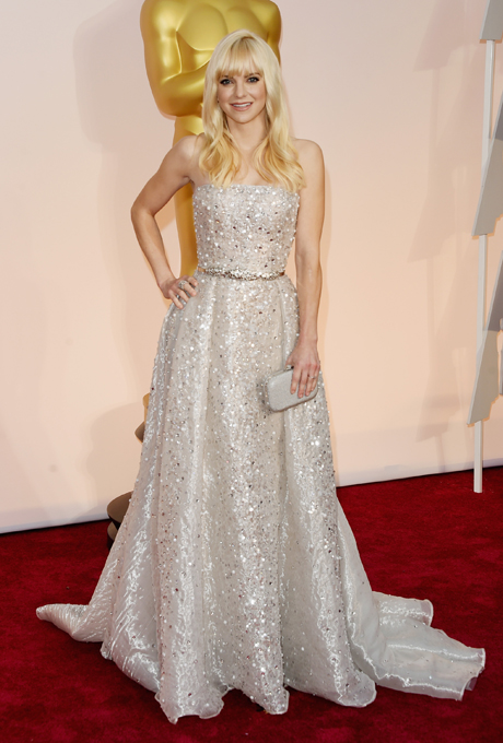 Anna Farris in Zuhair Murad:  This stunning glittering silver Zuhair Maurad ball gown is to die for. With incredible head to toe beadwork, the gown would turn heads under the dazzling lights. The train is chapel-length.