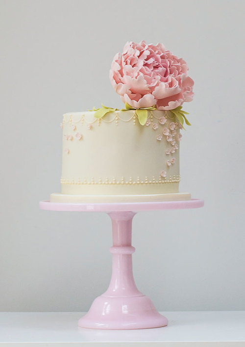 15-of-the-prettiest-wedding-cakes-with-flowers-rosalindmillercakes.com-Peonies-and-Pearls-single-tier.jpg
