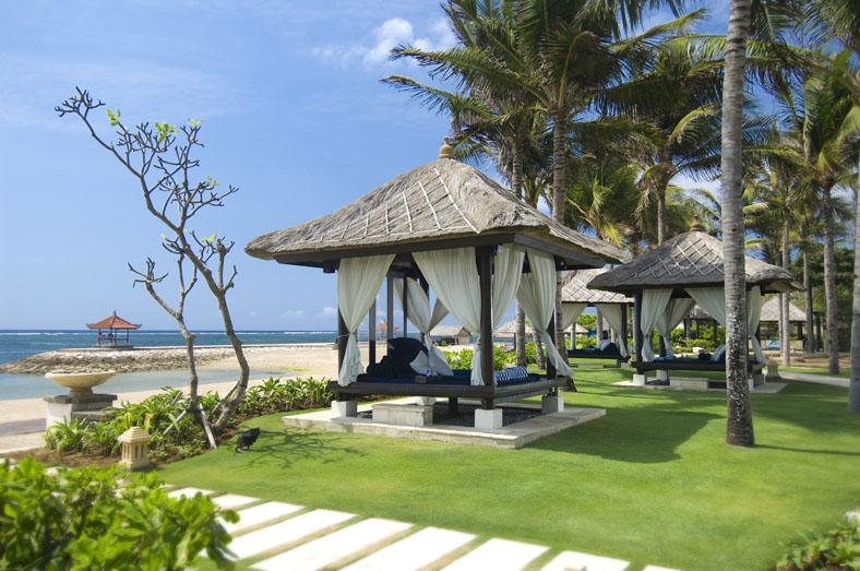 relaxing-beachfront-location.jpg