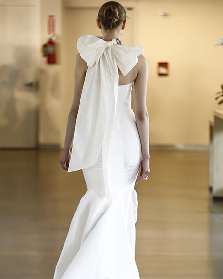 Wedding dress by Oscar de la Renta |Photo: Luca Tombolini /  Indigitalimages.com