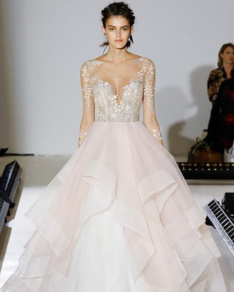 Gown Hayley Paige |Photo: Gerardo Somoza & Luca Tombolini /  Indigitalimages.com