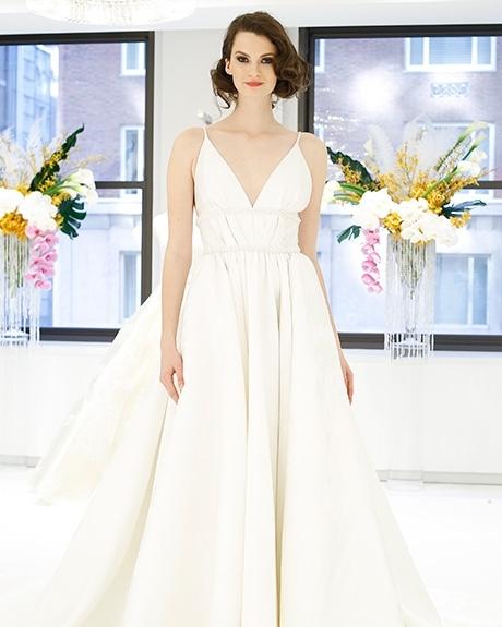 Wedding dress by   Randi Rahm | Photo: Luca Tombolini / Indigitalimages.com