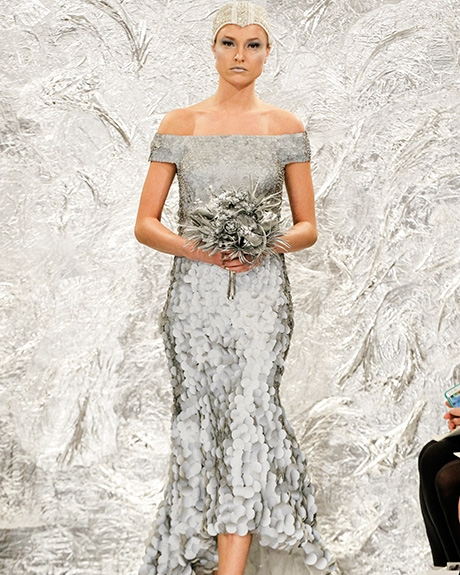 Gown Theia | Photo: Gerardo Somoza /  Indigitalimages.com