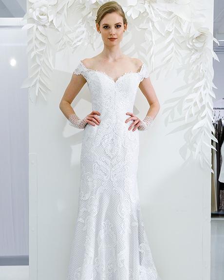 Wedding dress by   Watters | Photo: Luca Tombolini / Indigitalimages.com