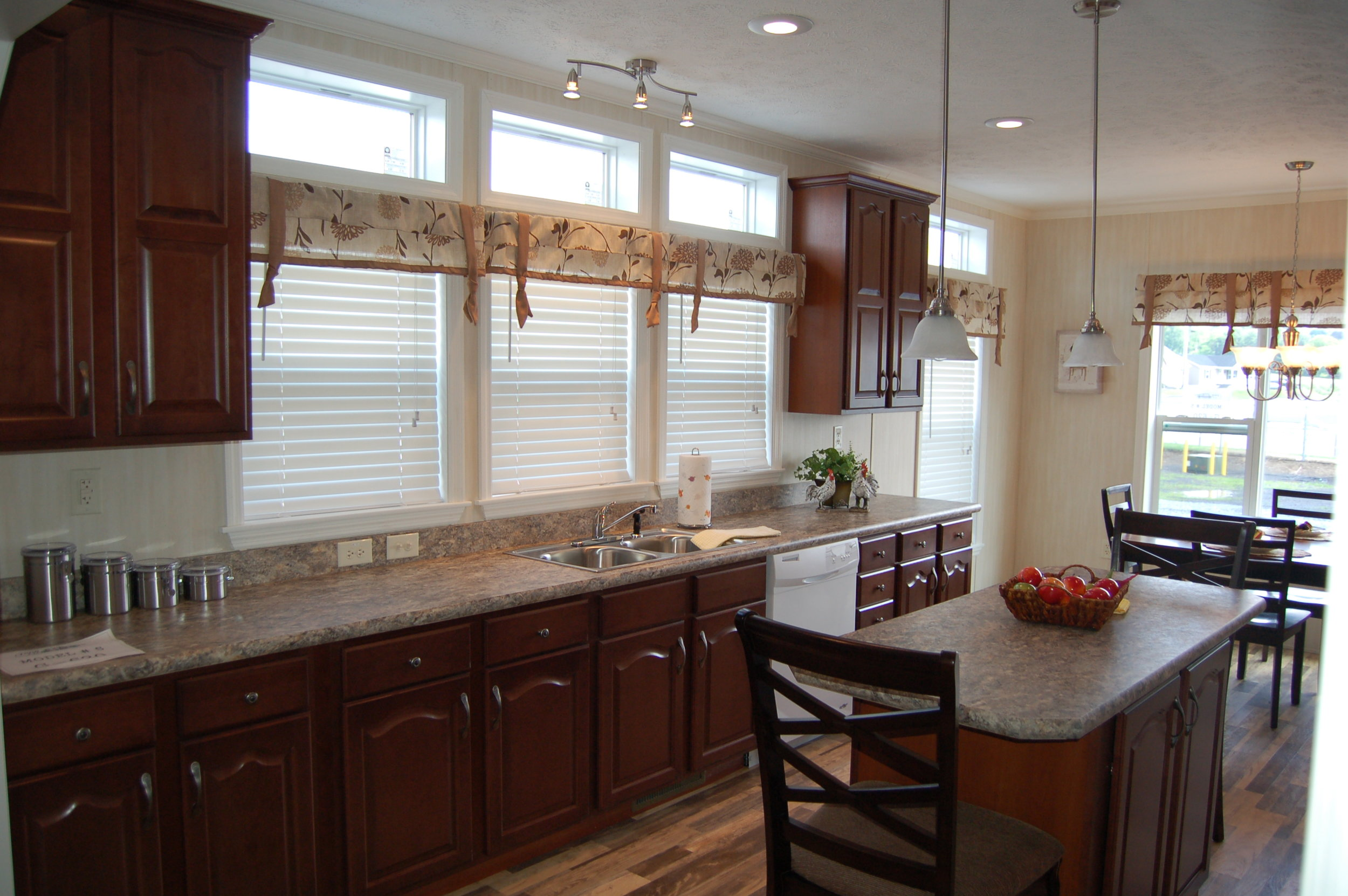G-620 Kitchen 1.JPG