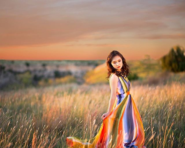 Seriously so many favorites from @nguyeny_the_pooh session! Hair and makeup by @beckyrob #camilledavisphotography #naturallight #ssgmagazine #seniorphotos #seniorstyleguide #theseniorcollective #canon #amarillo #photographer