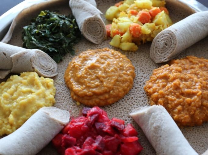 Image:https://petitworldcitizen.com/2015/01/29/yetsom-beyaynetu-ethiopian-combination-platter/