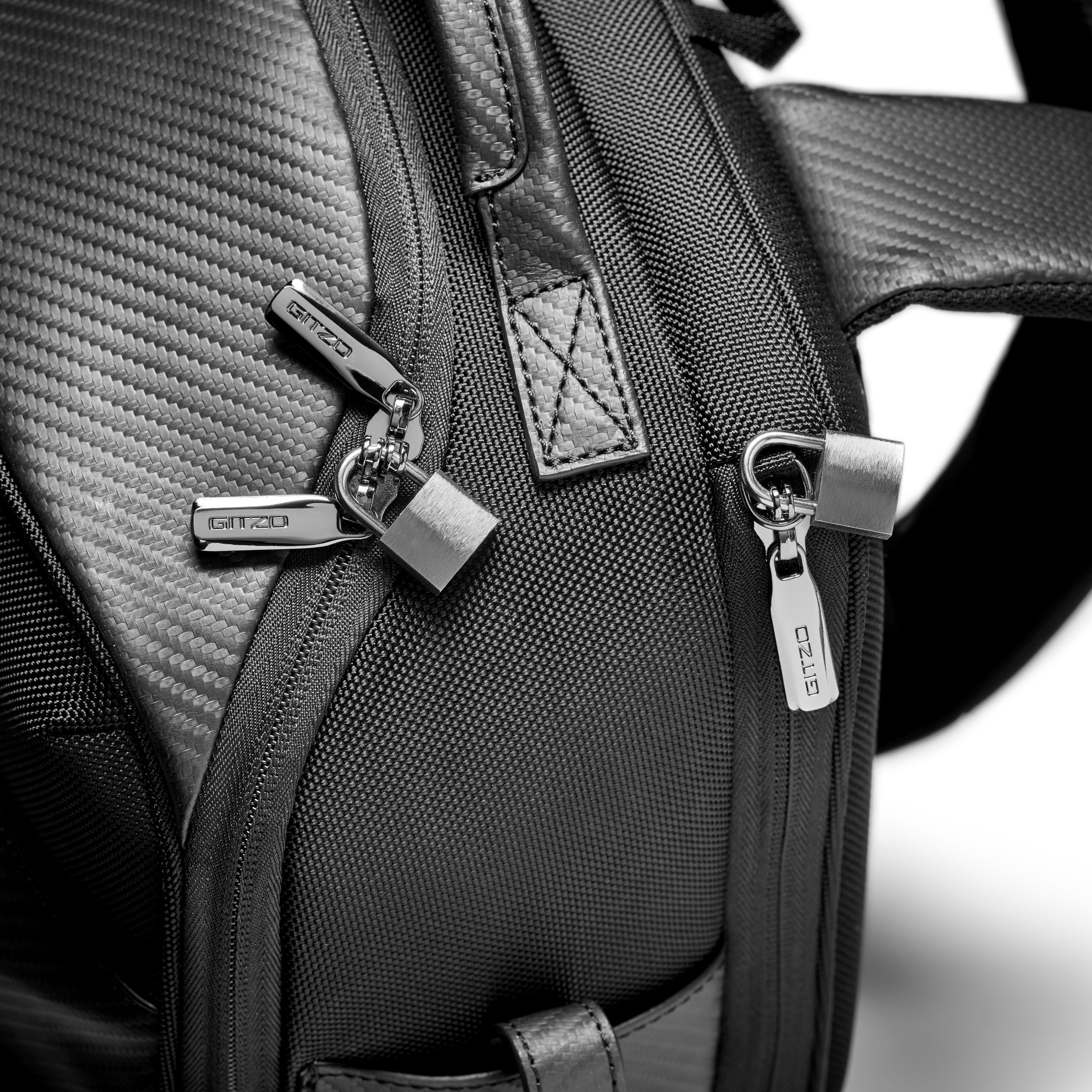 HR-GITZO_camera_bag_GCB100BP_lockable zip.jpg