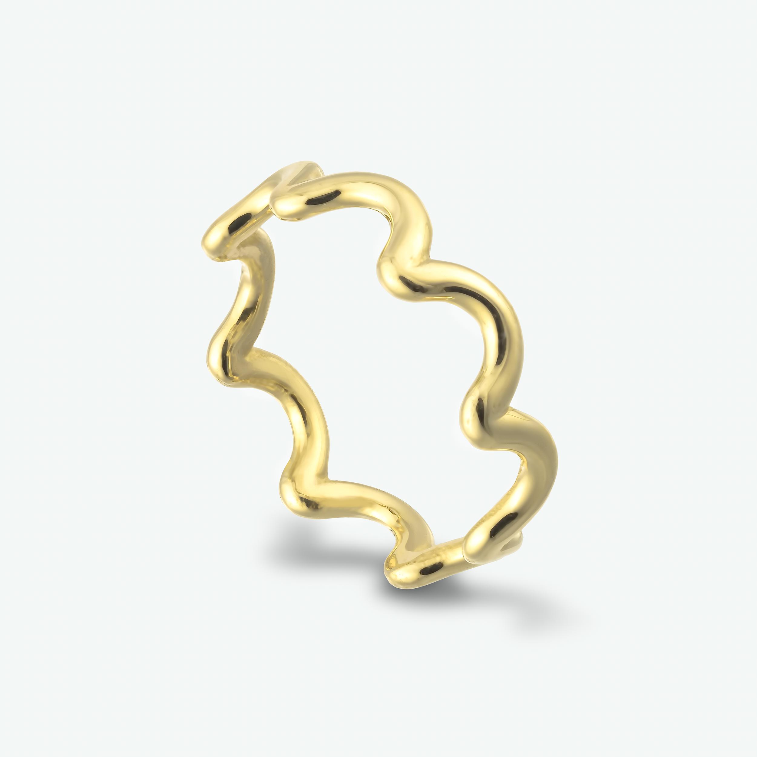 A beautifully shaped 14k yellow gold ring.