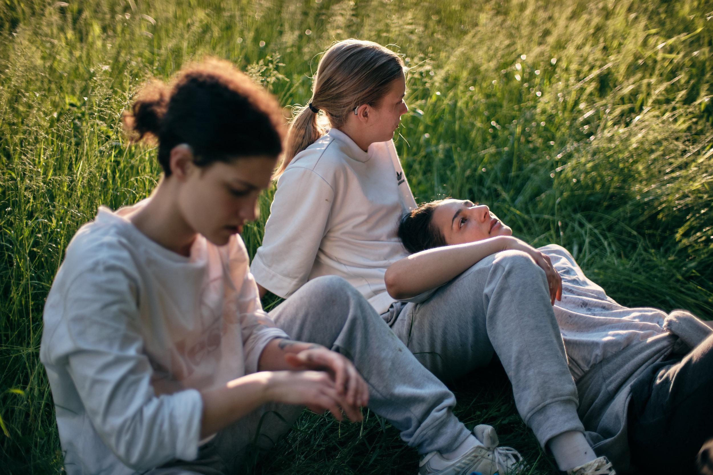 'Sestre' (2019)    Production: A Atalanta    Director: Katarina Resek Kukla    DOP: Peter Perunovic    In frame: Mina Milovanovic, Mia Skrbinac, Sarah Al Saleh