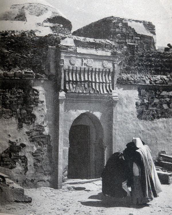 Puerta que da acceso a la morada del Chej Ma el Ainin, en la alcazaba de Esmara. www.ifniville.com