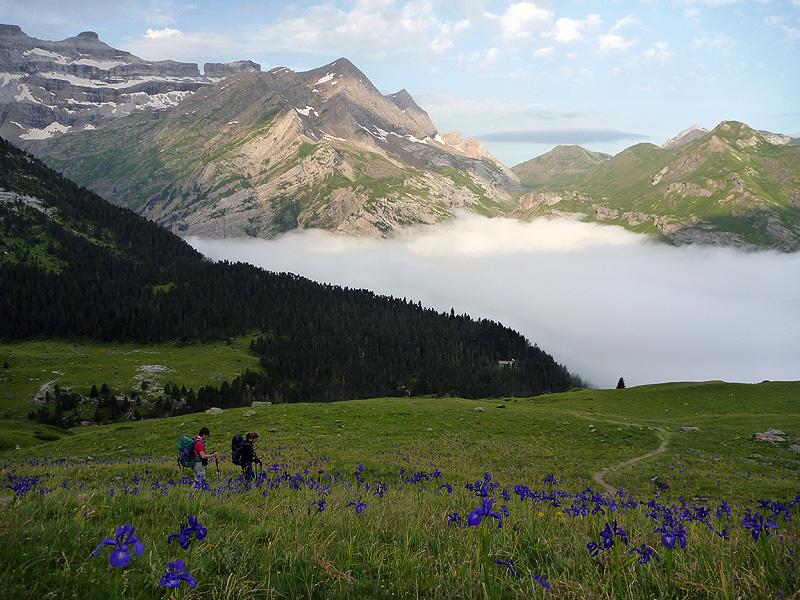 De trekking por el Pirineo. Foto FGZ  Vuelta al Monte Perdido