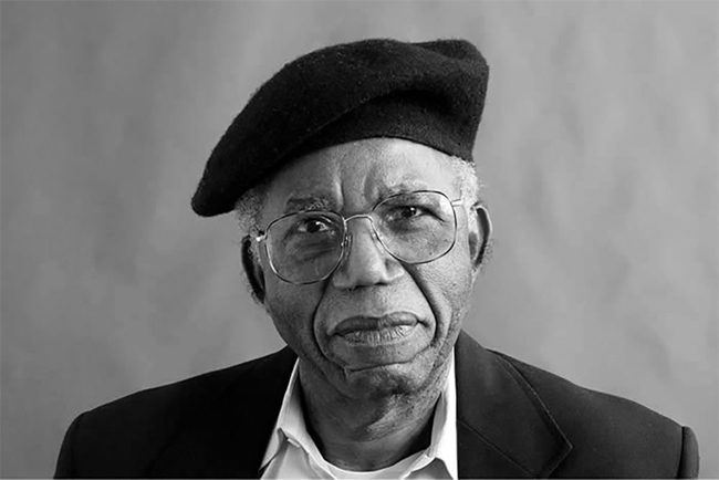 Chinua Achebe. FOTO  Paris Review