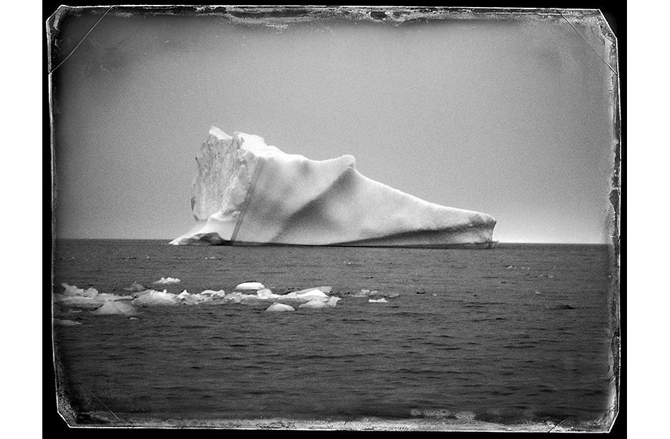 Uno de sus retratos: Iceberg Daguerre. Bahía Sur, Isla Livingston, Antártida, 2016. De Paco Gómez & Hilo Moreno.