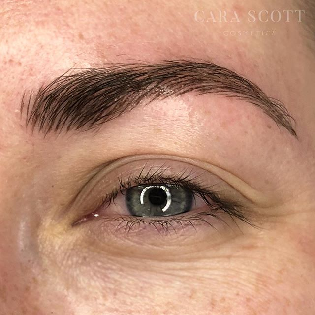 Gave these brows a thicker body to even out the shape 🖤See the before image for comparison 💫 .⁣⠀ .⁣⠀ .⁣⠀ #carascottcosmetics #microblading #phibrows #brows #phiacademy #semipermanentmakeup #eyebrows #microbladingeyebrows #beauty #micropigmentation #eyebrowtattoo #3dbrows #microbladingbrows #cosmetictattoo #eyebrowsonfleek #browgoals #browgame #mircobladinglondon