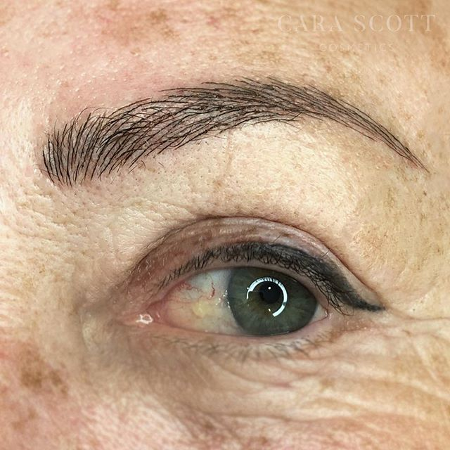 Gave this client a full set of brows. Thicker, fuller and a longer tail than what little hair she had. There is a slight bit of makeup on the skin in the before image, so make sure you check out the video in my Eyebrow highlight to see them without💫 .⁣ .⁣ .⁣ #carascottcosmetics #microblading #phibrows #brows #phiacademy #semipermanentmakeup #eyebrows #microbladingeyebrows #beauty #micropigmentation #eyebrowtattoo #3dbrows #microbladingbrows  #cosmetictattoo #eyebrowsonfleek #browgoals #browgame #mircobladinglondon