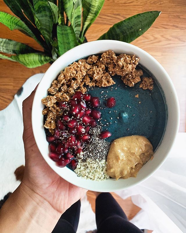 Hiding in the AC swimming in this smoothie bowl ☀️ • • • The blue majik—an extract of spirulina—a nutrient dense aquabotanical algae gives this bowl its vibrancy! It has an anti inflammatory response to promote healthy joints 💪🏼 • Coconut almond milk, frozen bananas, blueberries, spinach, collagen peptides, flax seed and blue majik. Topped with @purely_elizabeth original granola, pomegranate seeds, @rxbar vanilla almond butter, hemp hearts and chia seeds. #fullbowl #cococooks #bluemajik #bluemajikbowl #smoothiebowls #smoothiebowl