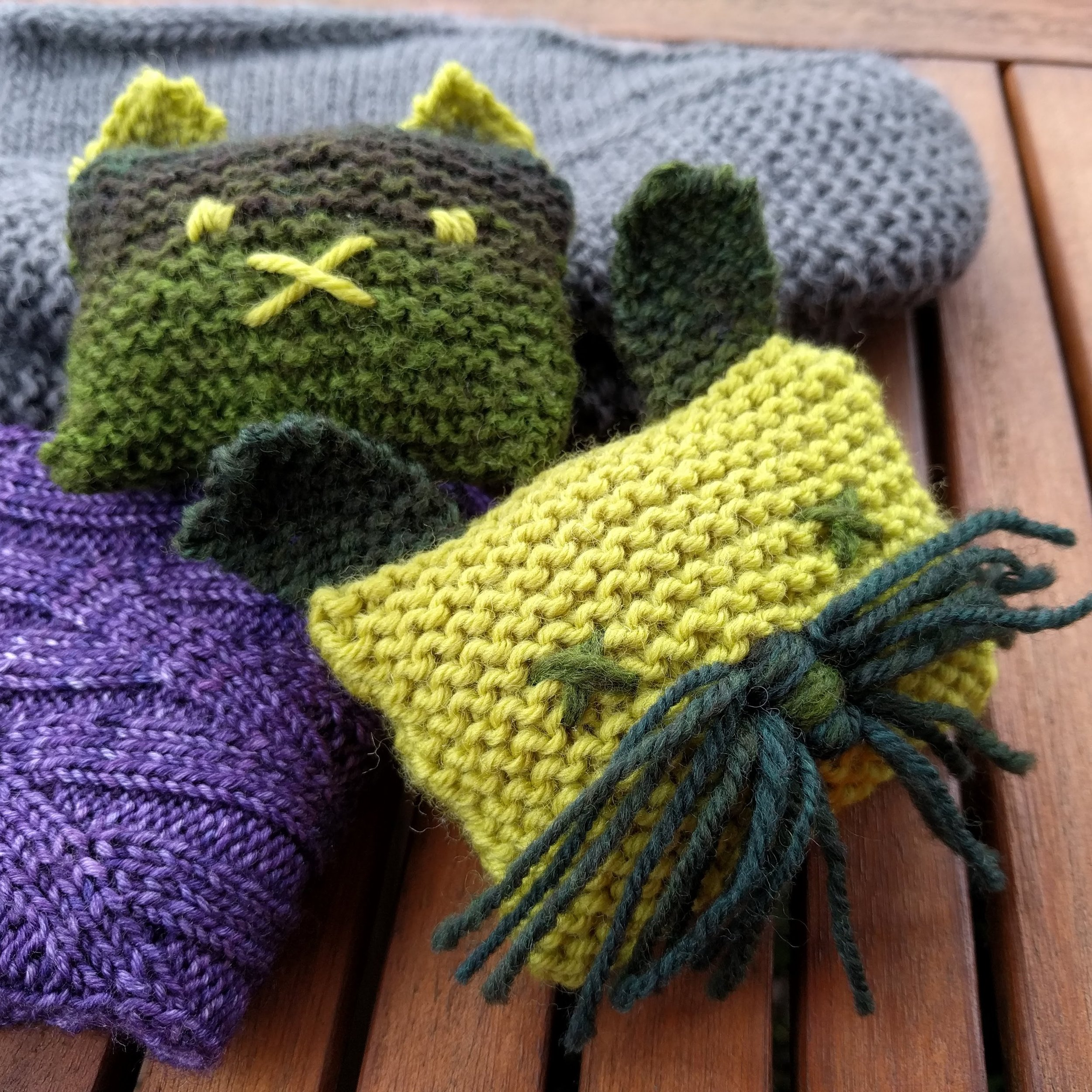 The Bruces are being propped up by two other recent gift knits – a simple pair of slippers, a more impressive looking pair of socks. I love complicated knits but honestly none of these projects gave me more pleasure than any other.