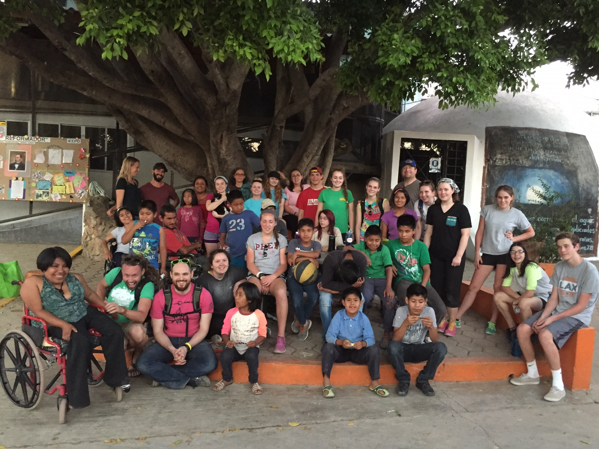 The Silver Lake volunteers with the children of Casa Hogar Benito Juarez.