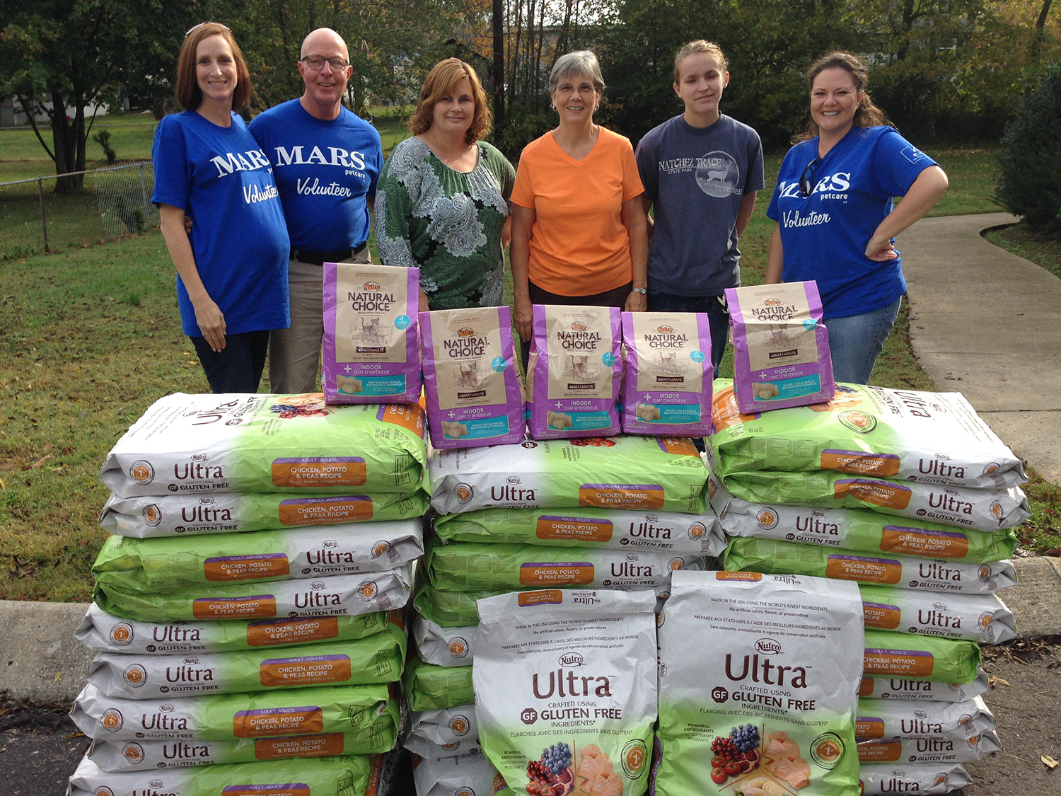Copy of Nutro delivering food to seniors with pets