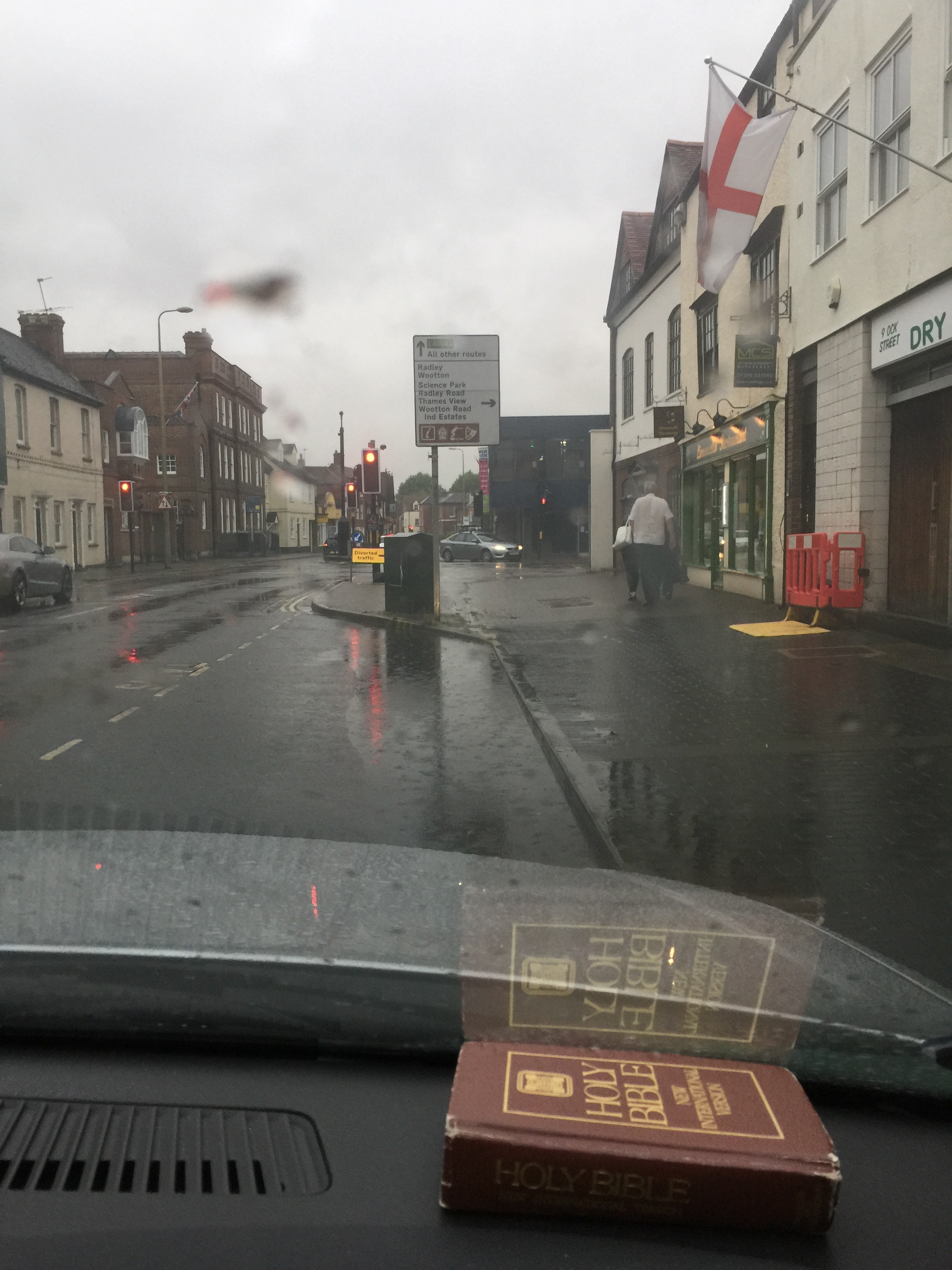 Taxi rank, on Ock Street, Abingdon, in the rain
