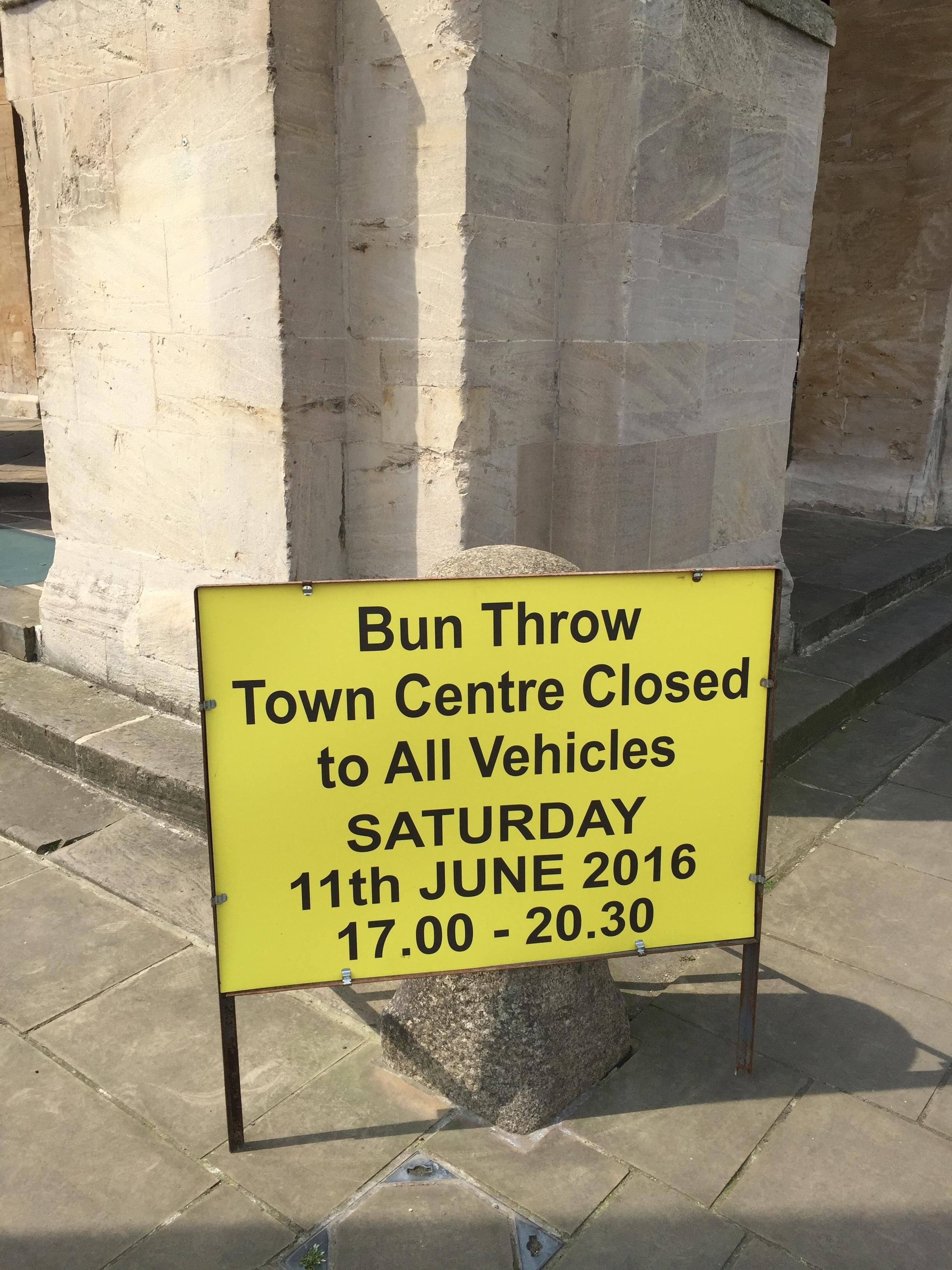 bun_throwing_road_sign