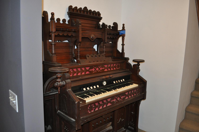 Brattleboro Manufactured Pump Organ