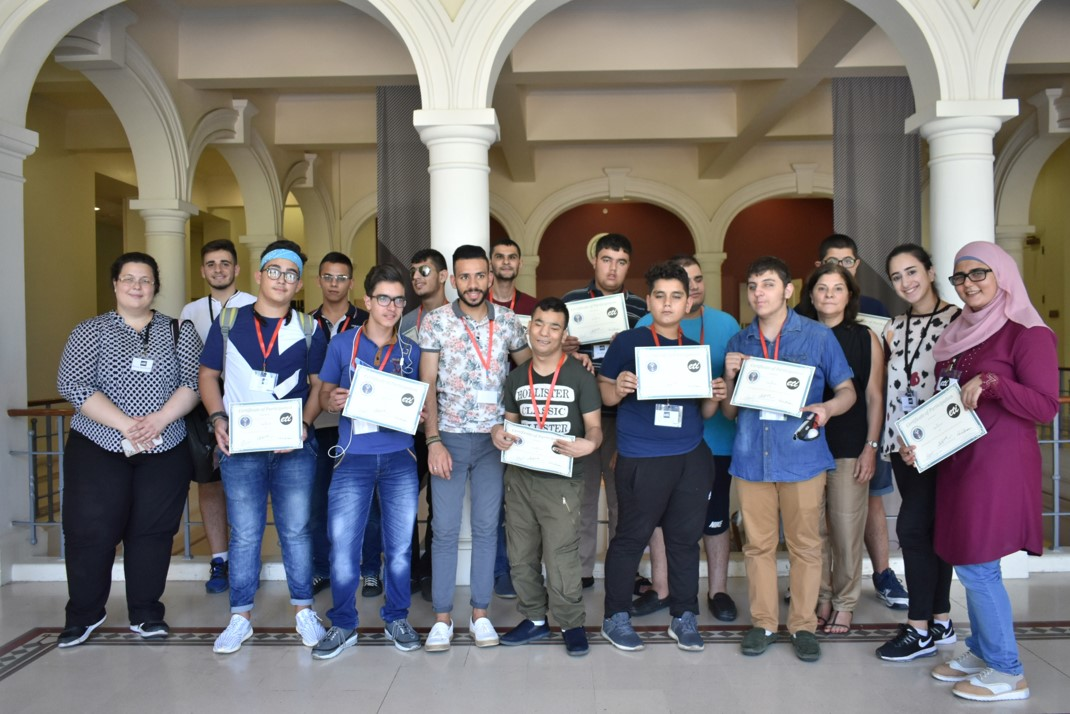 Visually impaired participants from group red (ages 15 to 18) showing their certificates of participation, with Anna Barbosa, Edith Bitar from US Embassy, and volunteers