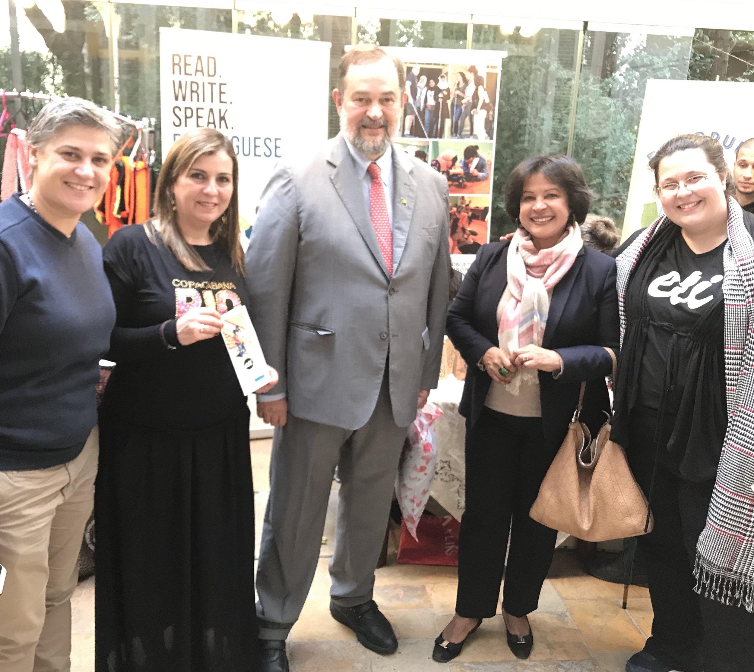 Brazilian Ambassador Paulo Cordeiro and his wife Vera Estrella Cordeiro Pinto (at center), with Arteiras do Brasil Coordinators Katia Awar and Carine Haddad (left) and ETI Country Director Anna Barbosa (right)
