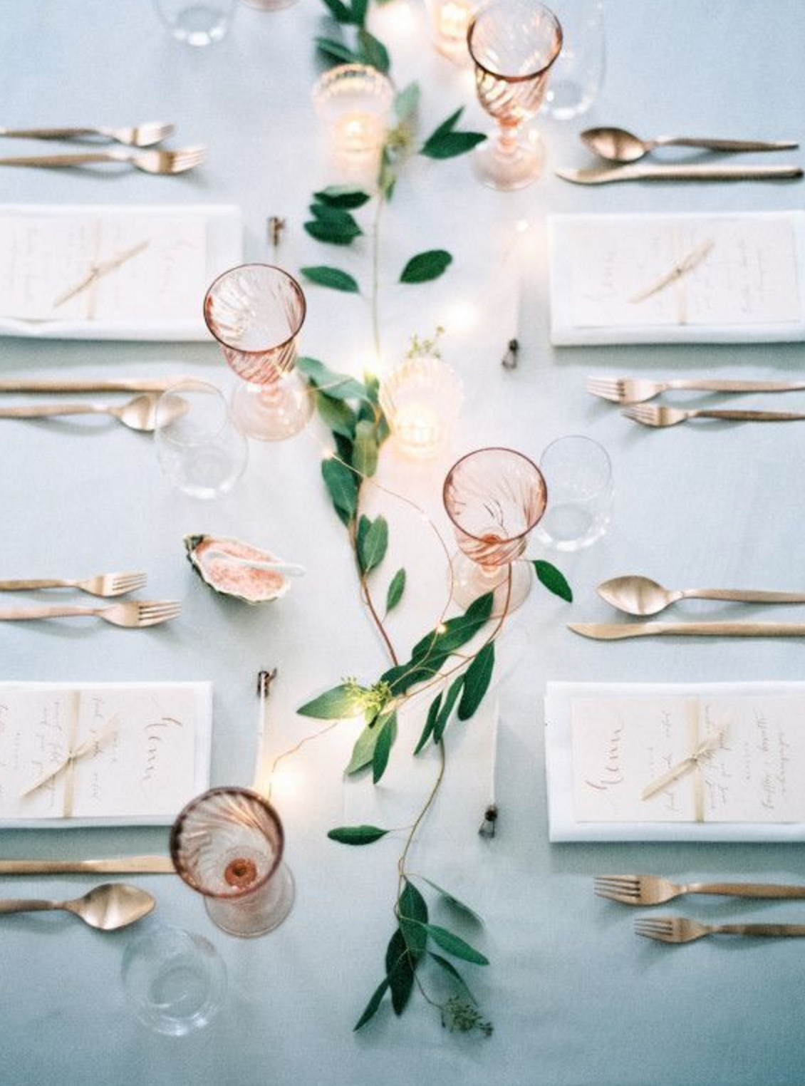 I like how simple and easy  these table decorations  are while still being incredibly elegant with a special feel.