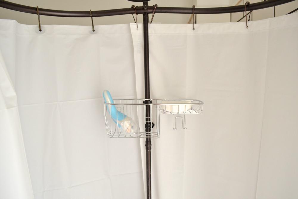 Claw-foot-tub-toiletry-basket2.jpg