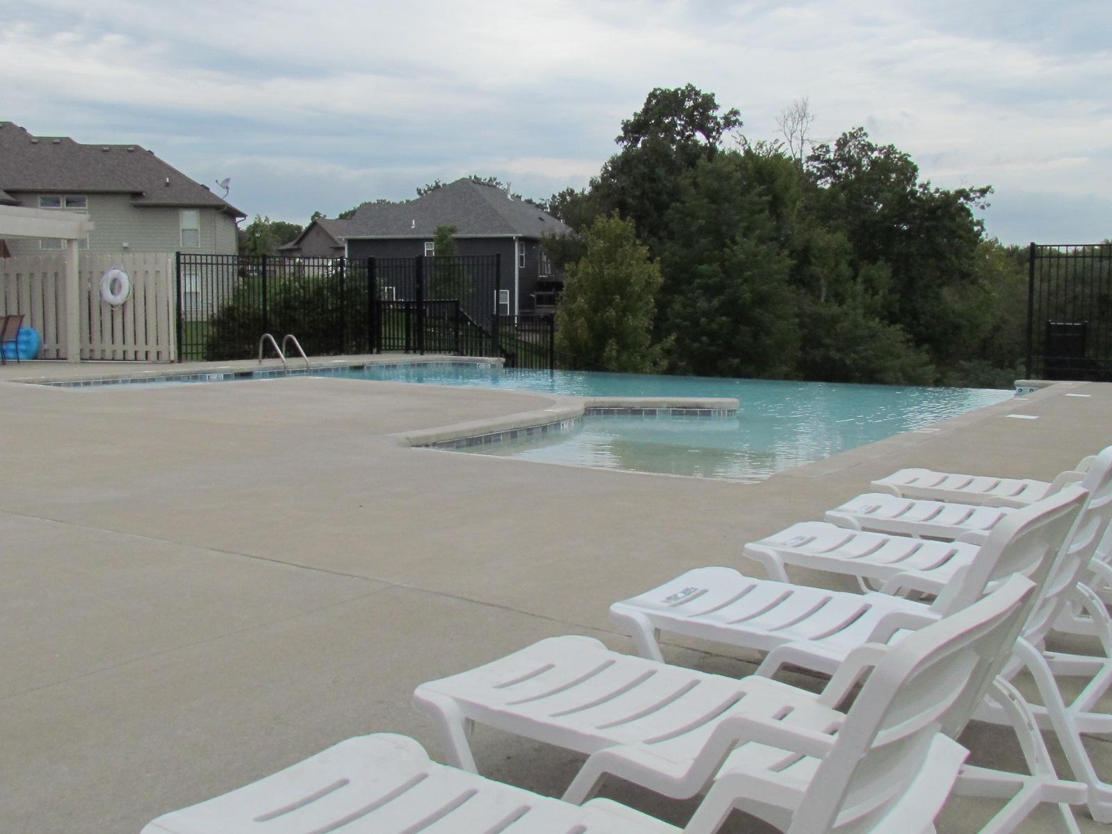 bellwood-new-home-community-pool-columbia-mo-girard-homes