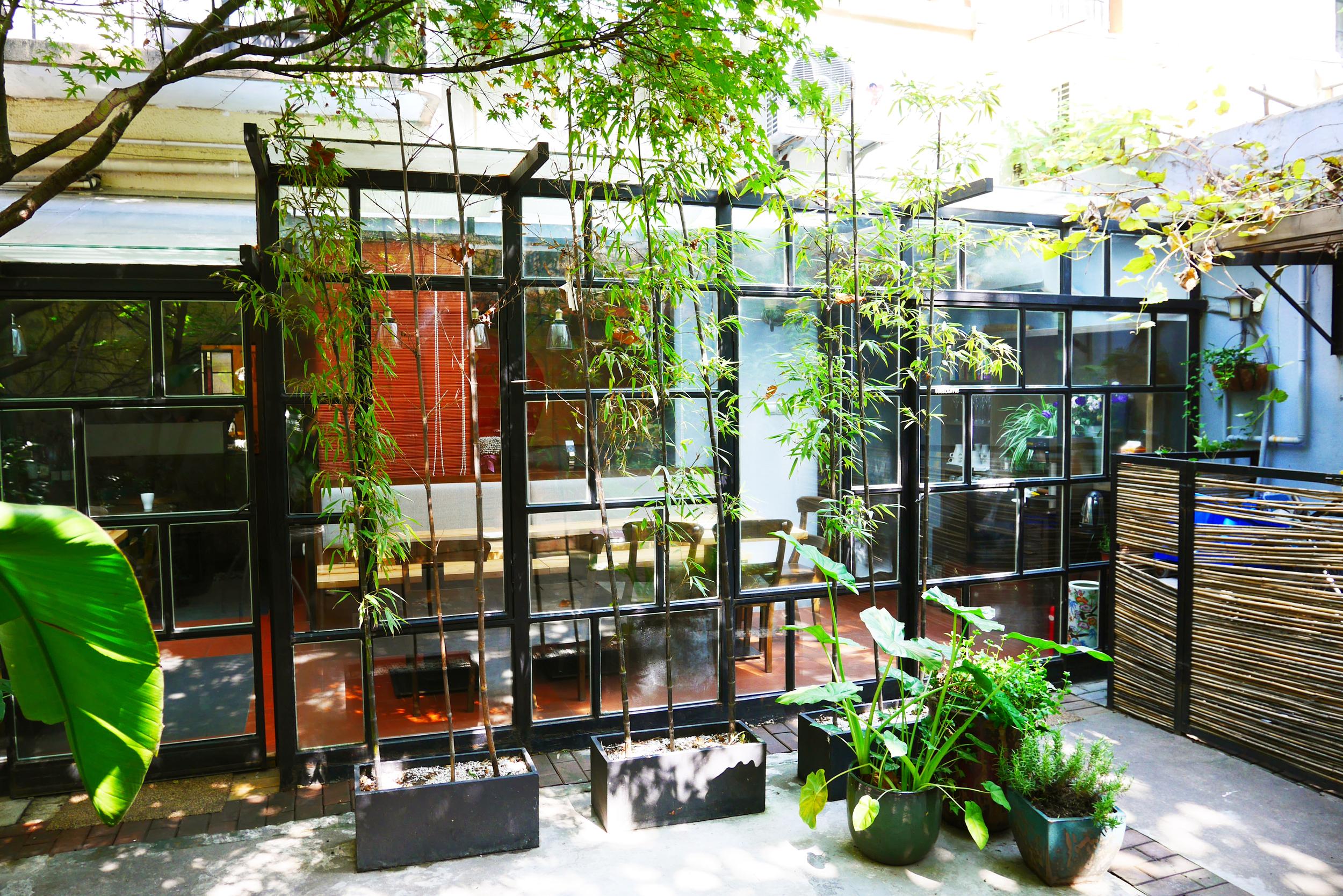 Quintet Shanghai bed and breakfast_yard (3).JPG