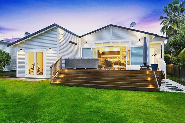 Pt Chev Villa transformation. This home was a tired original villa with almost no living spaces.  A 60m2 extension consisting of new kitchen, dining, living room with new laundry, double garage and powder room has completely transformed this property.🥂🛠🍾