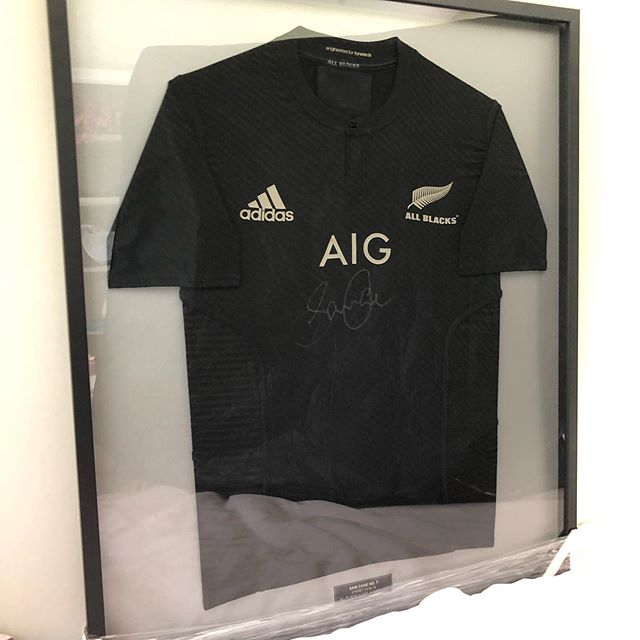 🙏CHARITY AUCTION🙏 The legend @samcane7 has generously donated his match worn All Blacks jersey to help raise funds for Little Louie Bell who is battling cancer!  Louie has a hard road ahead and the funds will help take financial pressure off the family and help fund any future treatment options.  Please see link in our Bio to trade me auction. Please share to any rugby fans.